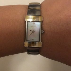 Burberry watch series number BU4563 100%authentic
